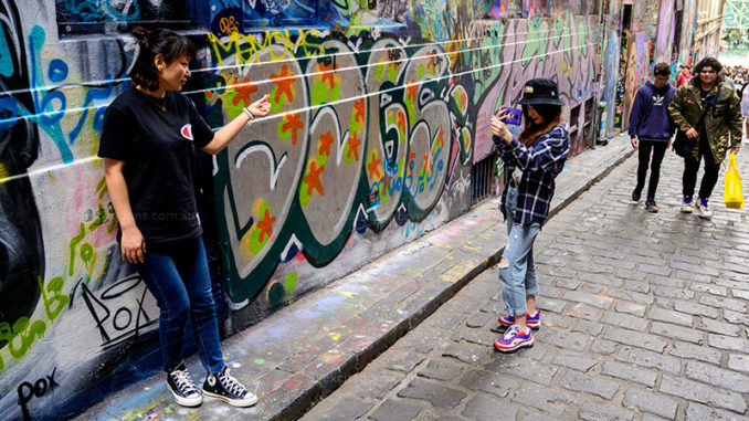 The advantahges of walking with your camera, candid photo of tourists in Melbourne.